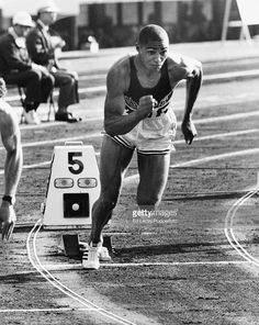 Henry Carr | American athlete Henry Carr on the start line of a 200m race, during ... OS guld 200 meter 1964 Tokyo. #Olympics