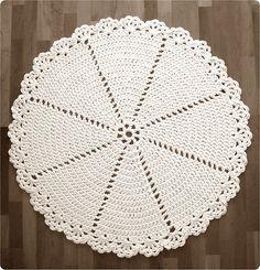 Bob's hand traces: Crochet mat / Lace Rug English pattern at bottom Crochet Doily Rug, Crochet Placemats, Crochet Rug Patterns, Crochet Carpet, Crochet Potholders, Crochet Home, Crochet Designs, Free Crochet, Knit Crochet
