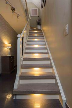 Ook een houten trap kan prima gecombineerd worden met ledverlichting ...