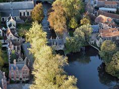 Water Brugge / Oud sashuis aan minnewater Belgium Bruges, Balloon Flights, Far Away, Holland, Water, Country, City, Modern, Travel