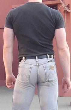 Just standing around. Wrangler Jeans, Men In Tight Pants, Hot Men Bodies, Hot Country Men, Sweet Jeans, Body Building Men, Hommes Sexy, Attractive Men, Super Skinny Jeans
