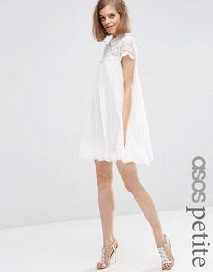 ASOS Petite | ASOS PETITE - Robe trapèze plissée coupe courte avec top en dentelle chez ASOS