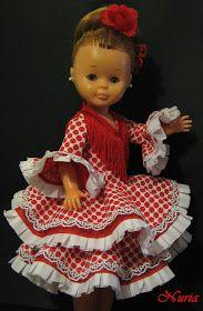 Se me ocurrió diseñarle a la Nancy estos trajes viendo fotos de mis hermanas y mía cuando eramos pequeñas,era por los setenta y se ll...