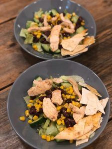 Mexicaanse salade met kip – Judoka Margriet Bergstra Guacamole, Cobb Salad, Chicken, Food, Salad, Eten, Meals, Cubs, Kai