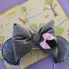 Inspired by the Disney Parks. Leave a little magic everywhere you go in DFlove Ears! Disney Mickey Ears, Disney Bows, Mickey Mouse And Friends, Disney Diy, Disney Crafts, Disney Ideas, Disney Headbands, Ear Headbands, Disney Inspired Outfits