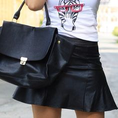 Today on my blog [link in bio] #leatherskirt #leather #handm #likoli #printshirt #celine #celinelookalike #oasap #fashion #details #inspo #inspiration #lookbook #lookoftheday #fashioninspo #instafashion #ootd #ootn #tfl #tagforlikes #tagsforlikes #Padgram