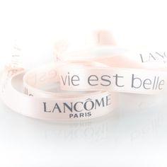 #ribbons for the new fragrance 'La vie est belle'...floral anmutende #Geschenkbänder #createam #image #schleifenband #satinband #banddruck #logoband #bandweberei #ribbons #imageribbons #satinribbons #namensbaender #geschenkband #packaging #freiburg