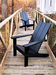 Poly Adirondack Chairs, Adirondack Chair Plans, Polywood Adirondack Chairs, Diy Outdoor Furniture, Rustic Furniture, Diy Furniture, Outdoor Decor, Outdoor Pallet, Furniture Design