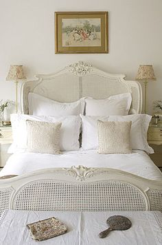 white# bedroom#http://d30opm7hsgivgh.cloudfront.net/upload/110065688_6OiB9XOZ_b.jpg