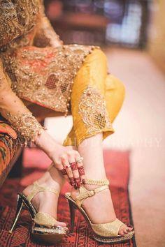 Top 10 Most Gorgeous Bridal Shoes Pakistani Wedding Dresses, Pakistani Outfits, Indian Dresses, Best Bridal Shoes, Bridal Sandals, Stylish Dpz, Stylish Girl, Indian Shoes, Pakistan Fashion