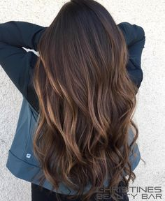Hair hair styles, curly hair styles et balayage hair. Brown Hair Balayage, Hair Color Balayage, Hair Highlights, Ombre Hair, Wavy Hair, Balayage Brunette Long, Beliage Hair, Long Brunette Hair, Bayalage
