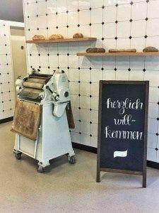 """Die Jowa ist ein Produktionsbetreib der Migros. Mit einem neuen Steinofenbrot, erobern sie die Kunden mit aromatischem Brot. Was gibt es besseres als frisches Brot? Wir zeigen euch einen kleinen Einblick in die Produktion und warum der Satz: """"Ein Kunde muss das Brot riechen!"""" so wichtig ist. Storage, Furniture, Home Decor, Brot, Purse Storage, Decoration Home, Room Decor, Larger, Home Furnishings"""
