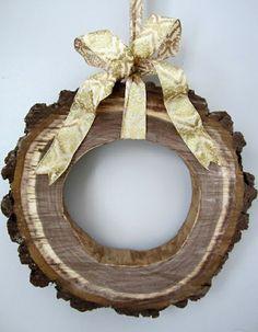 Dekoideen mit Holzquerschnitt kranz wanddekoration selber machen