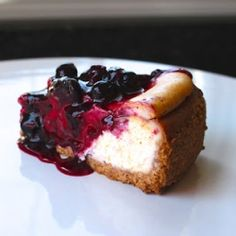 A delicious basic cheesecake with seasonal blueberry sauce!