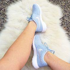 Nike rouge #nike #shoes #blogger #style #fashion #look #outdoor #puschokandbear http://puschokandbear.blogspot.com