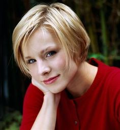 Lovely Strands of Light Blonde Hair by Kristen Bell Kristen Bell Wedding, Short Hair Cuts, Short Hair Styles, Pixie Cuts, Celebrity Short Haircuts, Haircut Pictures, Celebrity Wallpapers, Pixie Haircut, Messy Hairstyles