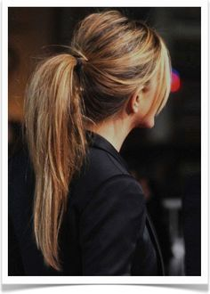 simple little ponytail with a little volume at the crown or as I like to call it a mini snookie poof....easy for a casual everyday look (and is it just me or is the girl in the picture jennifer aniston?)