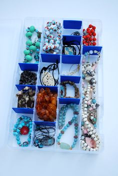 organized jewelry in 5 min - and you can take it to go: artzycrations.com