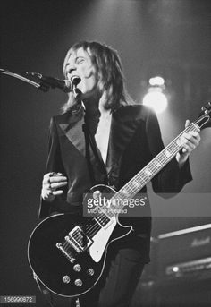 Steve Marriott from English rock band Humble Pie performs live in concert October 1972 Muse Music, Rock Music, Music Images, Music Pictures, Pie Pictures, Steve Marriott, Gerry Rafferty, Humble Pie, Soul Singers