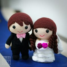 Amigurumi bride and groom! This is the cutest thing I've ever seen!.