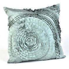 This would be perfect in the bedroom! I love pillows, you can never have enough hehe