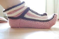 Kotikutoista: Lapikkaat Crochet Stitches Free, Fingerless Gloves, Arm Warmers, Slippers, Socks, Accessories, Craft Ideas, Room, Diy