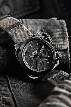 c57993142ed Relógio Diesel de edição limitada – 60º aniversário Renzo Rosso Roupas  Masculinas