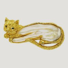 Pearl and gold cat brooch