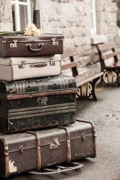 Imagen de vintage, travel, benches and suitcase