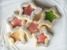 These beautiful festive Stained Glass Butter Cookies are super impressive and so easy to make too. A light cookie creating a beautiful stained glass effect. Cookie Jars, Cookie Dough, Eggless Biscuits, Filled Candy, Stained Glass Cookies, Pipe Decor, Buttery Cookies, Perfect Cookie, Royal Icing Cookies