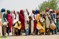 People queuing to buy millet from a Tearfund run grain bank in Issakitchi village, #Niger #food #africa Richard Hanson/Tearfund