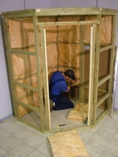 So your want to build a sauna. You know a sauna room will most likely be big, but you don't the exact sauna dimensions that it takes. Studio House, Home Studio Setup, Studio Build, Music Studio Room, Sound Studio, Diy Sauna, Basement Sauna, Sauna Room, Homemade Sauna