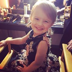 Kelly Clarkson Posted on AioInstagram #KellyClarkson So thankful for this little nugget #RiverRose #RedCarpetReady