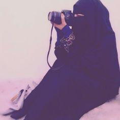 I heart niqab. Wearing the niqab should not stop you from succeeding and accomplishing your goals! Hijab Niqab, Muslim Hijab, Niqab Fashion, Muslim Fashion, Beautiful Muslim Women, Beautiful Hijab, Arab Girls, Muslim Girls, Hijabi Girl