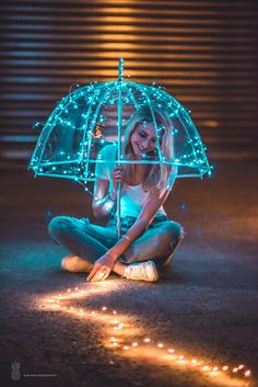 28 Ideas For Photography Dark Portrait Lighting 28 Ideas For Photography Dark Portrait Lighting Fairy Light Photography, Umbrella Photography, Girl Photography Poses, Creative Photography, Amazing Photography, Landscape Photography, Night Photography, Flash Photography, Photography Tutorials