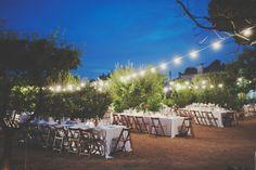 Nos encantan las bodas al aire libre bajo un cielo de luces {Foto, Padilla}