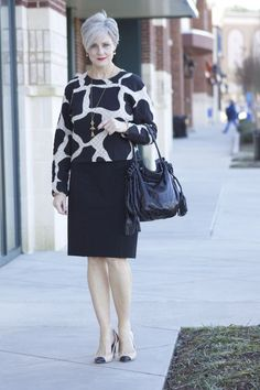 Fashion Over 50 60 Fashion, Over 50 Womens Fashion, Curvy Women Fashion, Fashion Over 40, Fashion Outfits, Fashion Trends, Latest Fashion, Look Chic, Old Women