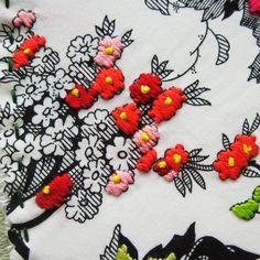 Fun Embroidery Idea - Use printed fabric as a base! #embroidery