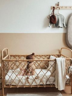 Un superbe lit vintage ! On adore ! #chambredenfant #chambrebebe#kidsroom #interiordesign #architecturedinterieur #decorationchambreenfant #decoration