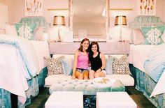 6 Southern College Dorm Renovations That Should Be on HGTV From elegant designs to farmhouse decor, check out these extravagant college dorm rooms of kids who are definitely not studying. Ole Miss Dorm Rooms, Cute Dorm Rooms, Best Dorm Rooms, Preppy Dorm Room, Pink Dorm Rooms, Chic Dorm, Dorm Design, Dorm Room Designs, Bedroom Designs