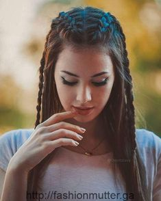 5 Super Hot Braided Hairstyles For Long Hair 2019 for you – Take a look! Do you have long hair and are you confused about having a braided hairdo? Take a look at the collection that we have for you in the 5 Super Hot Braided Hairstyles For Long Hair. Cute Braided Hairstyles, African Braids Hairstyles, Trendy Hairstyles, Girl Hairstyles, Wedding Hairstyles, Braided Updo, Shag Hairstyles, Brunette Hairstyles, Feathered Hairstyles