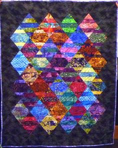 A stunning quilt made with a Boondoggle ruler, created by Mary Ann Altendorf and quilted by Stephanie Munoz.