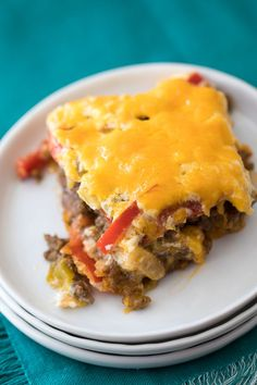 John Wayne Casserole Recipe - This meaty, cheesy casserole is a hearty family meal solution! John Wayne casserole is a simple, delicious and hearty family dinner idea. I love making this casserole on busy weeknights. It's a family favorite! John Wayne Casserole, Beef Recipes, Cooking Recipes, Mince Recipes, Beef Meals, Cat Recipes, What's Cooking, Freezer Meals