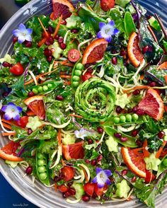 delicious salad made with organic red kale, avocado, zoodles, carrots, tomatoes, snap peas, cucumbers, blood oranges and pomegranates, dressed in a delicious ginger tahini dressing. find Recipe by Z U L I Y A (@naturallyzuzu) • Instagram photos and videos