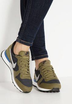 3a5df0720b31 ... Nike Sportswear INTERNATIONALIST PREMIUM - Sneaker low - black matte  silver  olive flake  .