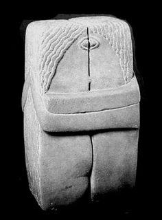 Constantin Brancusi The Kiss 1916 Version) Limestone Philadelphia Museum of Art (Modernist sculpture lecture) Brancusi Sculpture, Stone Sculpture, Sculpture Art, Land Art, Modern Art, Contemporary Art, Objet Deco Design, The Kiss, Constantin Brancusi
