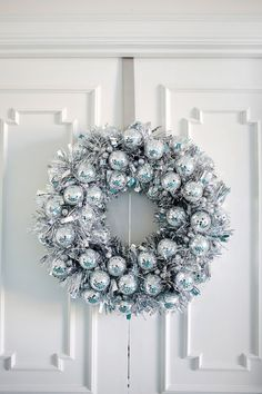 Try This: Disco Ball Wreath – A Beautiful Mess Bookmark this holiday DIY project to learn how to make your … Christmas Ornament Wreath, Christmas Door Decorations, Holiday Wreaths, Christmas Crafts, Winter Wreaths, Holiday Decor, Ball Ornaments, Navidad Diy, Deco Originale