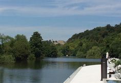 Cruising past Cliveden to Cookham for an idyllic, peaceful evening mooring.  Happy Saturday! #thames #weekendbreak