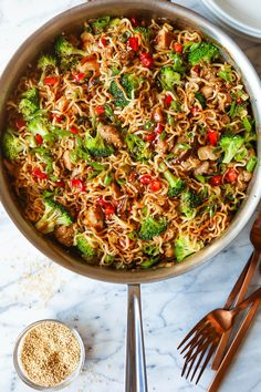 Quick Chicken Ramen Noodle Stir Fry - Damn Delicious Noodles, tender chicken, broccoli, bell pepper and mushrooms with the best and easiest stir fry sauce ever. Start to finish. Easy Asian Recipes, Ramen Recipes, Chicken Recipes, Ethnic Recipes, Chicken Ramen Bowl Recipe, Ramen Noodle Recipes Chicken, Dinner Recipes, Chicken Salad, Salad Recipes