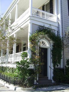 single house - a southern beauty  > that's what is considered a Charleston   (SC) porch